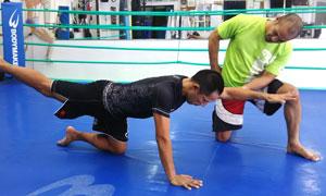 格闘技プロ選手がトレーナーのパーソナルトレーニング(総合格闘技道場コブラ会・大阪市)